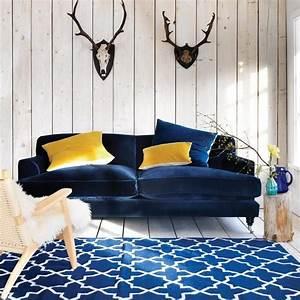 canape en velours tout doux et tout elegant With tapis moderne avec canapé velours bleu canard