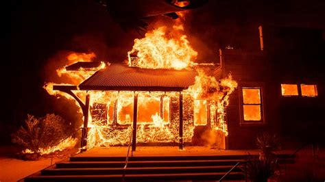 california wildfires erupt  la burn  wine country