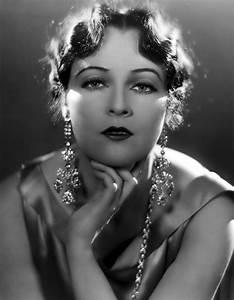 Schöne Frauen Film : jacqueline logan silent movie actress simple as black white pinterest hollywood sch ne ~ Eleganceandgraceweddings.com Haus und Dekorationen