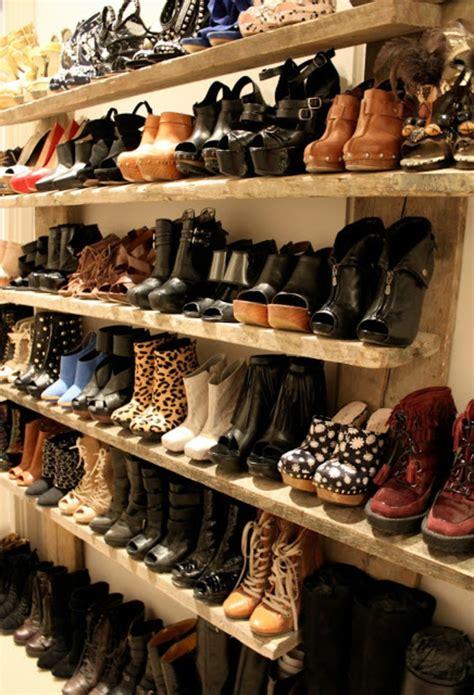 meuble pour chaussures le meuble chaussure design organise de petites expositions pratiques chez vous archzine fr