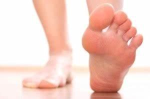 Как удалить на подошве ног подошвенная бородавка