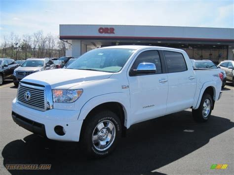toyota tundra limited crewmax   super white