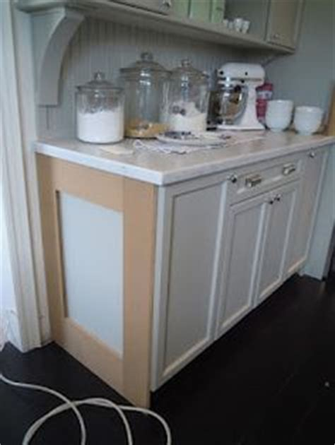 pictures of kitchens with painted cabinets add molding to builders cabinets then paint all one color 9125
