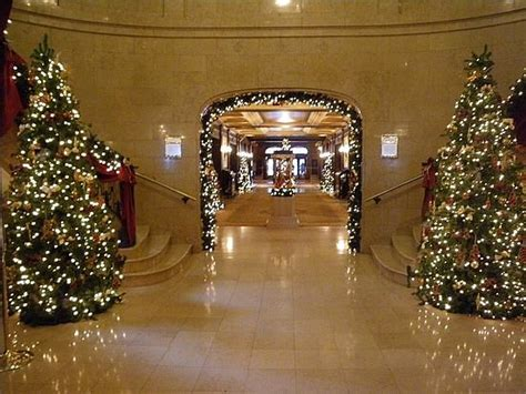 hotel christmas decorations check  tons