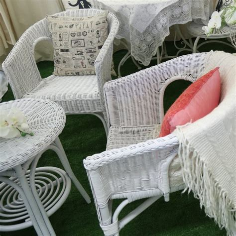 small white wicker table 2 chairs