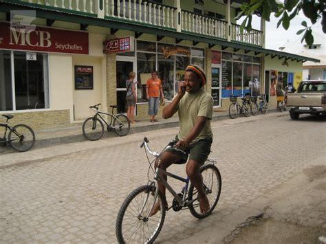 mietwagen auf den seychellen guenstig und einfach  buchen