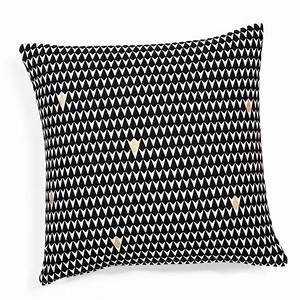 Maison Du Monde Housse De Coussin : housse de coussin motifs triangles en coton noire blanche 40 x 40 cm maisons du monde ~ Teatrodelosmanantiales.com Idées de Décoration