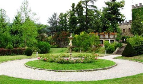 Stia  Piccola Fontana Nel Giardino Del Palagio Fiorentino