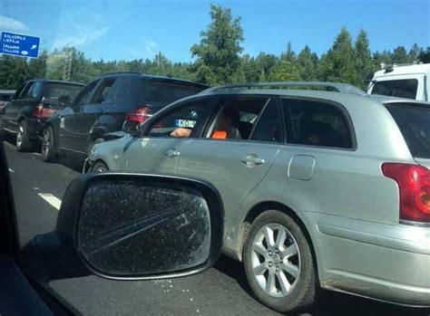 Milzu sastrēgums arī uz Jūrmalas šosejas; visu vēl ļaunāku ...