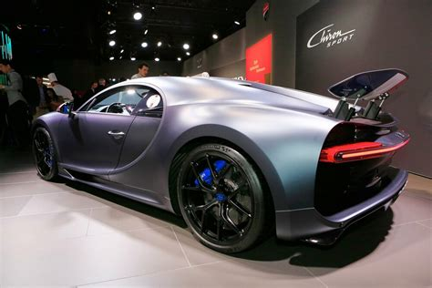 """Even the chiron's key gets the france treatment, with a red, white, and blue leather finish. Bugatti u Ženevi predstavio i Chiron Sport """"110 Ans ..."""