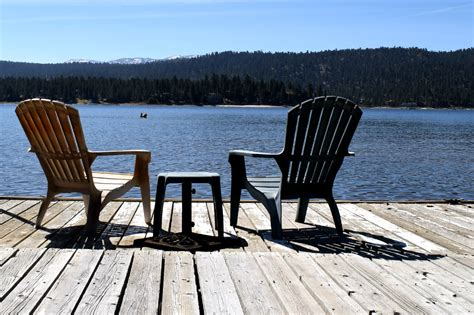 Boat Cabin Chairs by 4 Reasons To Stay In A Lakefront Cabin Rental In Big