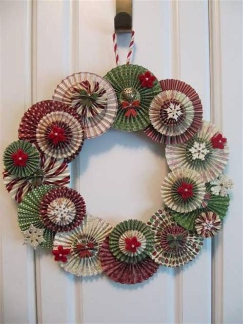 great idea a wreath made from paper rosettes use a