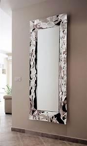 Grand miroir mural pour une déco élégante