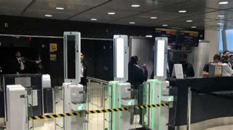airports  letting passengers  security
