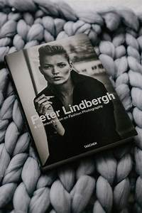 Peter Lindbergh Buch : book review a different vision on fashion photography ~ A.2002-acura-tl-radio.info Haus und Dekorationen