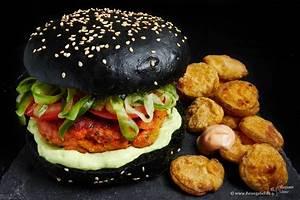 Bun Bun Burger Schwenningen : lachsburger auf schwarzem bun mit fried pickles ~ Avissmed.com Haus und Dekorationen