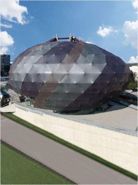 une en plus siege social 1000 images about creative building facades on