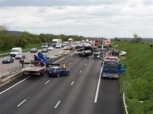 Autoroute A13 Accident : video yvelines important accident sur l 39 a13 l 39 autoroute rouverte le parisien ~ Medecine-chirurgie-esthetiques.com Avis de Voitures