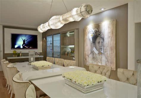Mesa com aparador embutido em salas de jantar e cozinhas