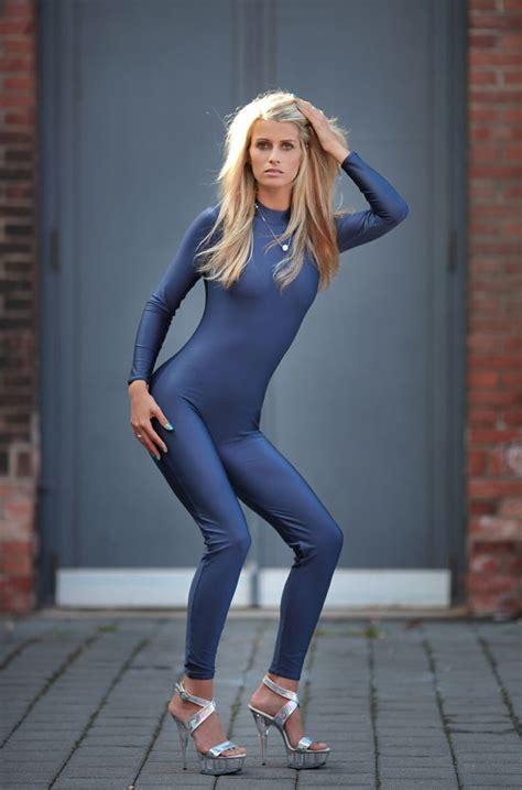 cover model sina nylons