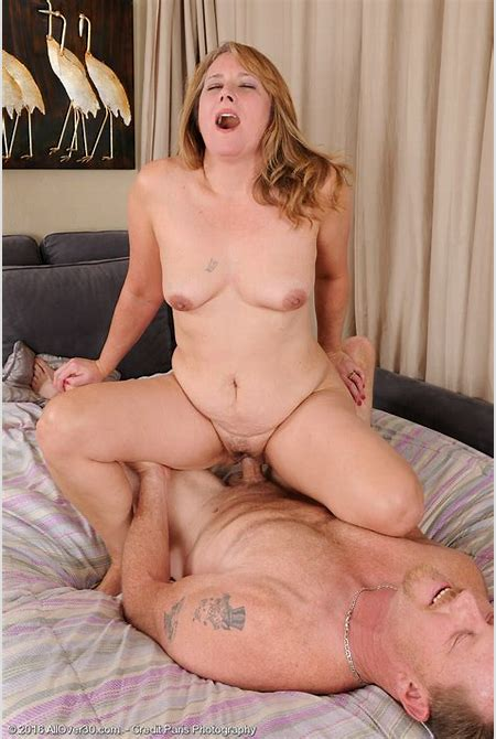 Curvaceous Sweetheart Catrina Costa Gets Fucked by the Woman Fortunate Fella ...