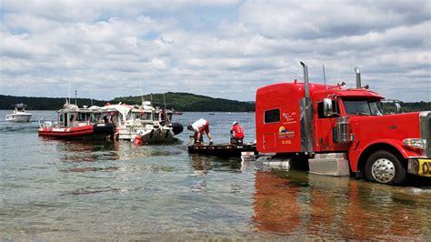 Duck Boat Uscg by Coast Guard Helps Raise Duck Boat That Sank Killing 17