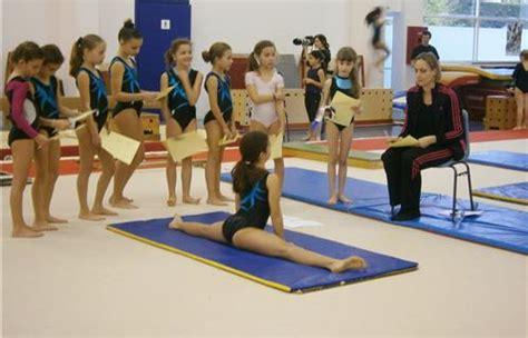 salle sport six fours six fours sports la mascotte fait salle comble pour les tremplins de gymnastique artistique
