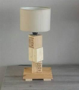 Lampe En Palette : bedside wooden pallet lamp cubes en 2019 cr ation bois pinterest palette bois meuble ~ Voncanada.com Idées de Décoration