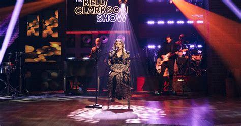 Kelly Clarkson's Fleetwood Mac cover is the 'Kellyoke' of ...
