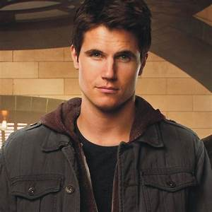 Is Robbie Amell's Firestorm Heading to 'Arrow'?