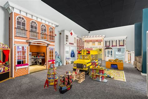 who played in house hudson s house of play