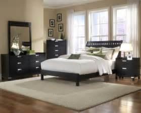 belle chambre design d39interieur avec accent meubles noir With tapis chambre enfant avec jeté de canapé marron