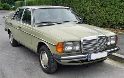 Mercedes-Benz 200 (W123) 200 D (60 Hp)