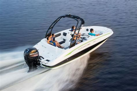 Tahoe Deck Boats 2018 by Tahoe Boats Deck Series 2018 1950 Description