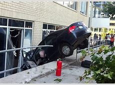 Car crashes into building near Seattle waterfront