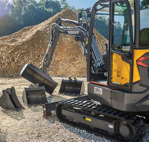 compact excavators  dig   ways      lot