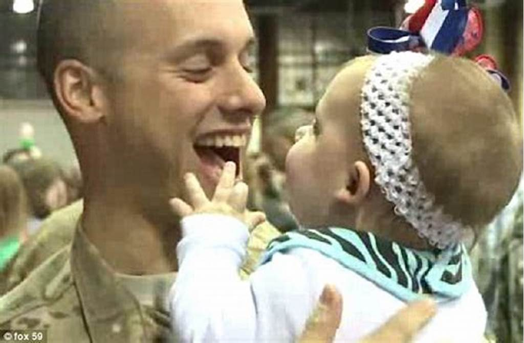 #Welcome #Home #Daddy #Soldier #Returns #From #Afghanistan #To