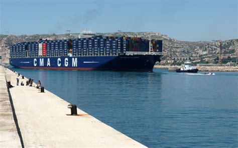 porte conteneur jules verne le porte conteneurs g 233 ant de la cma cgm le jules verne dans le port de marseille