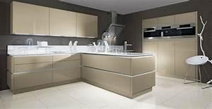 Weiße Hochglanz Küche Reinigen : 30 moderne schr der k chen perfektion bis ins detail ~ Markanthonyermac.com Haus und Dekorationen