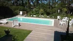 Piscine Avec Terrasse Bois : piscine traditionnelle avec des margelles en pierre et des terrasses bois piscine pas cher ~ Nature-et-papiers.com Idées de Décoration