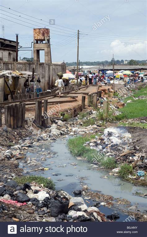 thomas bateman urban city management urban waste pollution in accra ghana stock photo