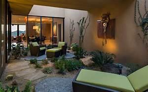 La Maison Möbel : einrichtung aus bunten m beln ein haus inmitten der w ste ~ Watch28wear.com Haus und Dekorationen