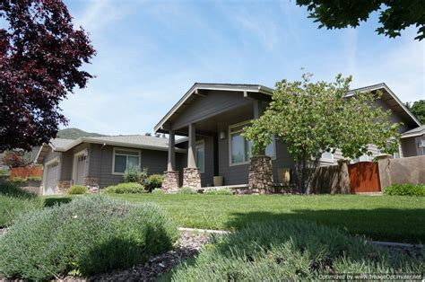 The craftsman house displays the honesty and simplicity of a truly american house. Yreka CA Luxury Homes | Northern California Craftsman house