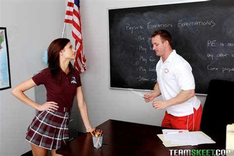 Hot redhead schoolgirl Presley Dawson gets fucked hard by her teacher in class - Coed Cherry