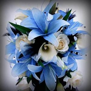 blue and white wedding bouquet with lilies | iPunya