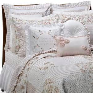 shabby chic brand vintage chic cbell queen quilt cabbage roses pink brand new look shabby chic