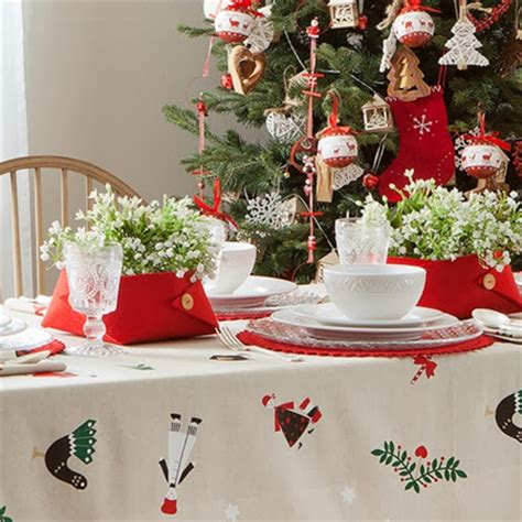 home dzine home decor decorate  christmas dining table