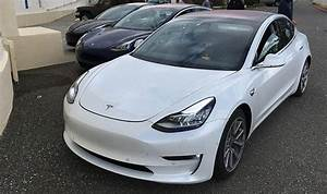 Tesla Model 3 Price : tesla model 3 controversial interior confirmed in latest leaked images cars life style ~ Maxctalentgroup.com Avis de Voitures