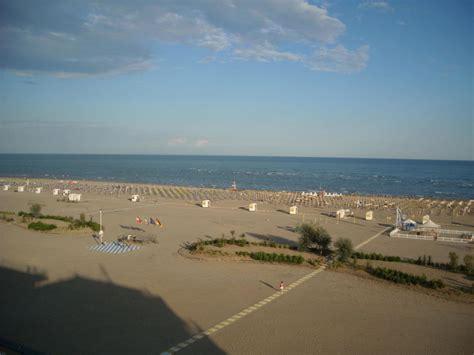 monaco strand hotel quot blick vom pool am dach auf den strand quot hotel monaco caorle holidaycheck venetien italien