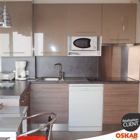plan de cuisine ouverte cuisine ouverte avec bar bicolore meuble bas bois